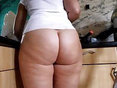 Fat Ass PAWG Reinigung der Küche ohne Boden