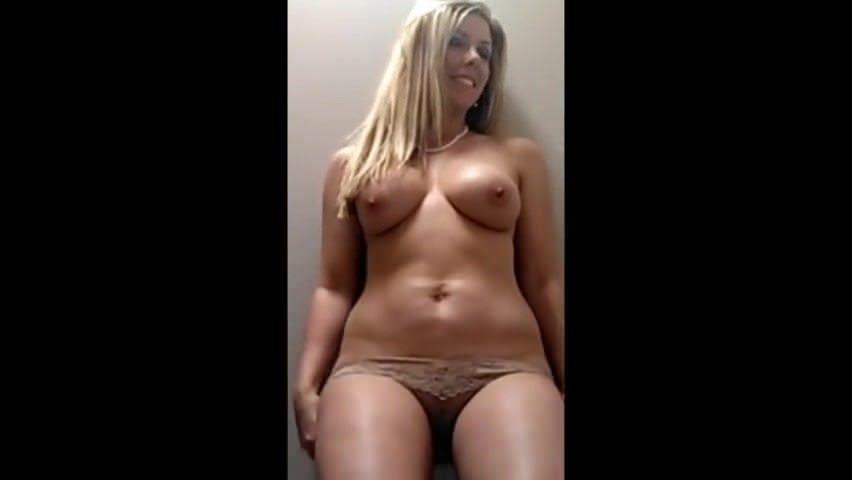 Порно зрелая сучка в чулках