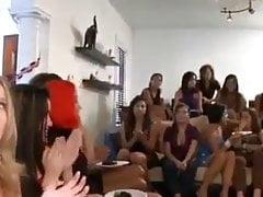 Dívky mají zábavy s Cockem na House Party