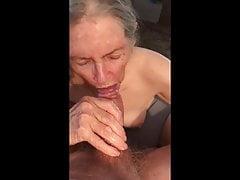 Babička stále sání