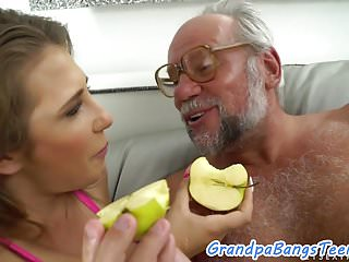 Sex pussy thailand mom pic