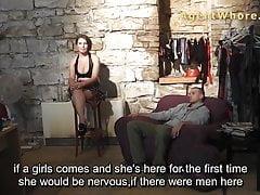 Sexy Kerl hat ein Interview über Pornos im Backstage-Clip