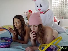 Easter Egg Hunt Dostaje Bunny Fucked By Hot BFF I StepSis! S4