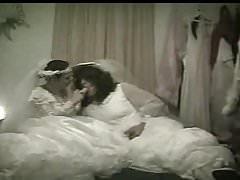 Lesbické dildo nevěsty Carolyn & Sexy Desiree Líbánky noc