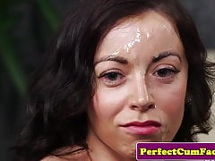Brytyjskie piękno cocksucking na wytryski na twarz