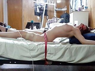 用魔杖向我的女朋友發布性高潮酷刑