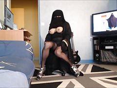 Il musulmano alza il velo