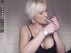 Russian milf shows her slim and juicy body