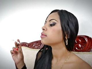 Smoking fetish latina fumando...