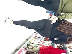 Two jiggly booty teens in leggings