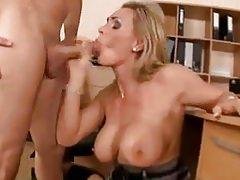 Anya szexel a fiával - anya fia szex videó