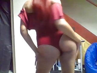 Girl dancing and teasing on cam...