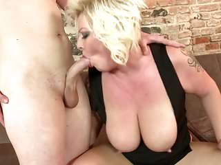 Mamma bionda matura fare sesso con il figlio