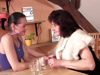 mom and daughter from early 2000sHD Sex Videos
