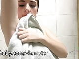 Simone Delilah masturbates her hairy pussy in the shower