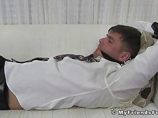 سکس گی تاجر دهان می شود پای شیرین او بوی عضله کلوخه HD فیلم BDSM آماتور