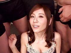 Notre belle Japonaise se fait souiller dans un bukkake yesss