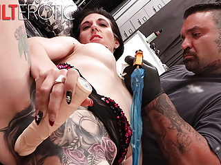 Bossette Busty Marie while  getting tattoo masturbates a