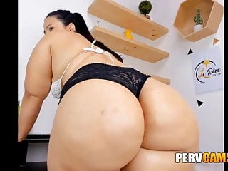 Stunning Chubby Colombian Shaking Her Big Ass on Webcam