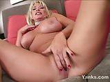 Chesty Yanks MILF Jenna Lynn Masturbates