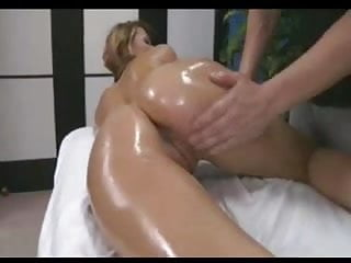 Z44b 1777 hot blonde oiled up...