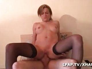 Alicia libertine se fait sodomiser sur le lit