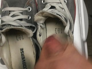 cum on my friend's smelly converse HD Sex Videos