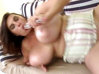 Sexy mamma matura con tette mostruose