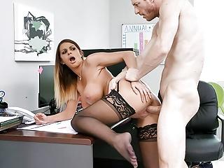 Poriadna jebačka na pracovisku so šéfom