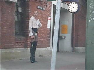 Lack am in tagsueber Bahnhof PVC in Hamburg Plastikschlampe