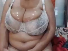 Big wet Mature tits ans big brown nipples in bra