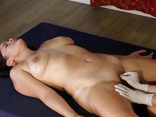 Видео голые на массажер дорогое женское белье фирмы