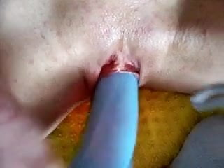 Young German Mom pushes it in hard and deep in her Cunt
