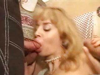 Manyac italian milf in threesome dap scene