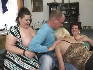 Festa calda con 3 madri e un ragazzo maturi