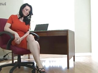 Hot british mom playing with her...