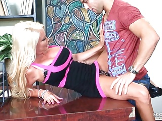 Boss seduce hot milf secretary...