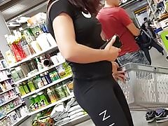 Home D20 - Highly Fit Doll At The Store (no Porn)