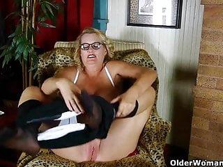 American granny dalbin soaked pussy...