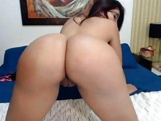 Hot colombian latina shaking juicy tits...