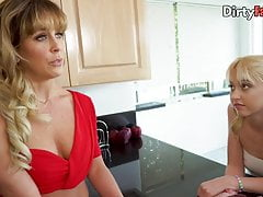 Stepsister's bouncing ass while milf instructs