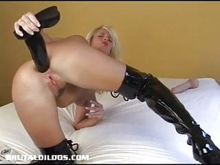 Blonde cougar pounds...