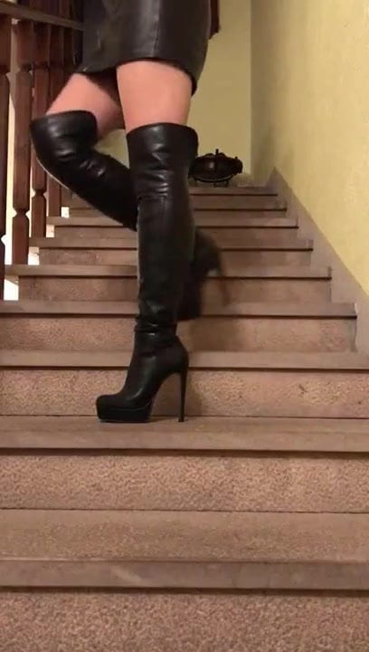 boot insertion pussy