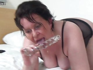 Old mature mother with needs a good fuck...