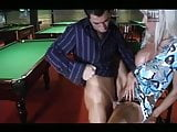 Blonde baise sur la table de billard