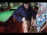 Blonde baise sur la table de billard