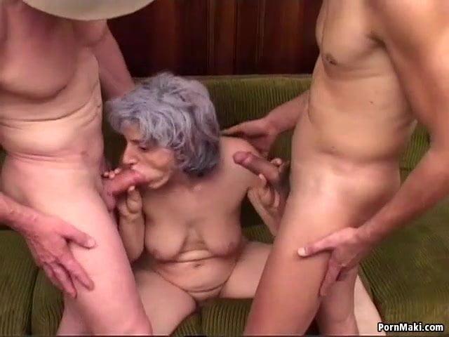 Fia és a fia barátja szexelt a ribanc anyukával szex videó