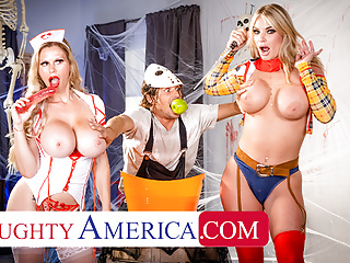 Naughty America – MILFs in costume