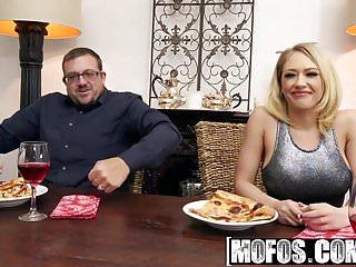 Mofos – Pornstar Vote – Housewife Fucks on Kitchen Floor sta