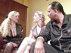 Családi szex videó anyával és lányával